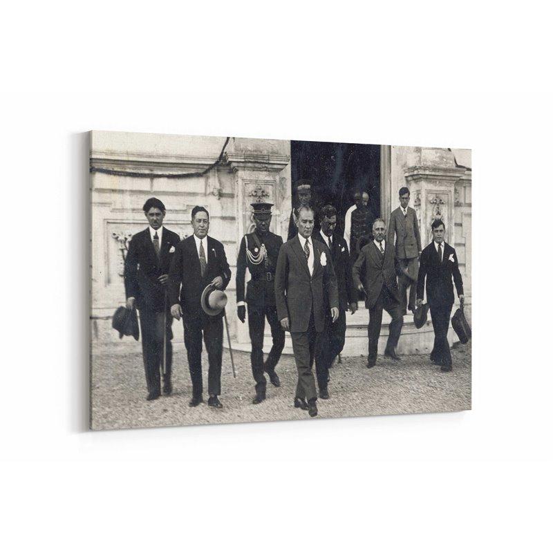 Atatürk Yürürken Kanvas Tablosu