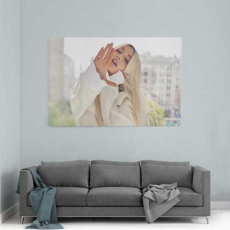Ariana Grande Beyaz Kıyafet Kanvas Tablo
