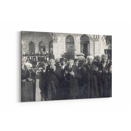 Atatürk Dua Ederken Kanvas Tablosu